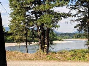 500 River Road, Columbia Falls, MT 59912