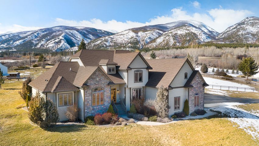 Beautiful custom home just North of Florence, MT