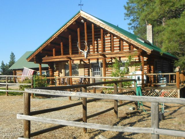 Mini ranch for full-time living, seasonal use, or vacation rental.
