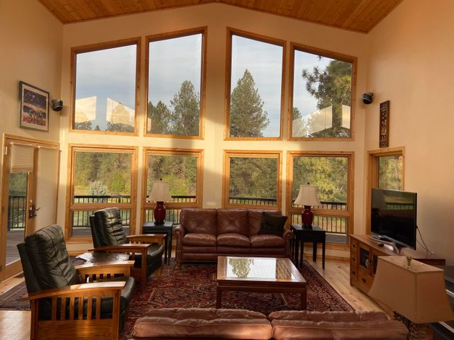 Spectacular Welcome! Breathtaking 22 Ft Ceilings.. LET THE OUTSIDE IT!!