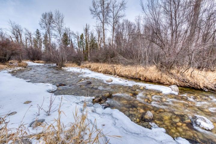 528 Moose Hollow Road, Victor, MT 59875