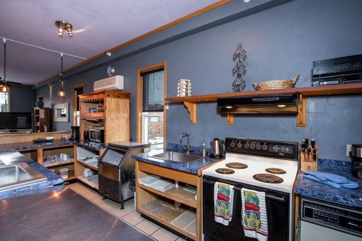 Upstairs Flat Kitchen3