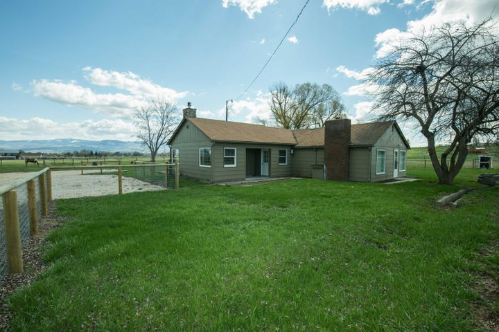 2430 Pleasant View Drive, Victor, MT 59875
