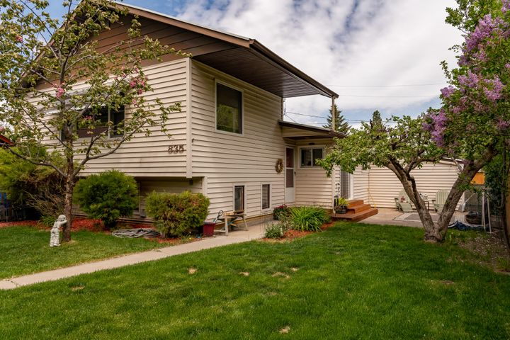 Convenient east side location, close to Woodland Park, downtown Kalispell and steps from Thompson Park