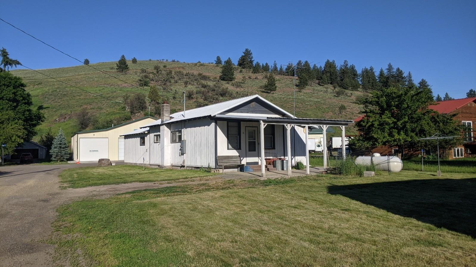 202 Farmer Street, Plains, MT 59859