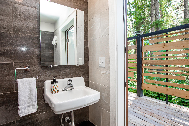 BathhouseMiddleBathroom