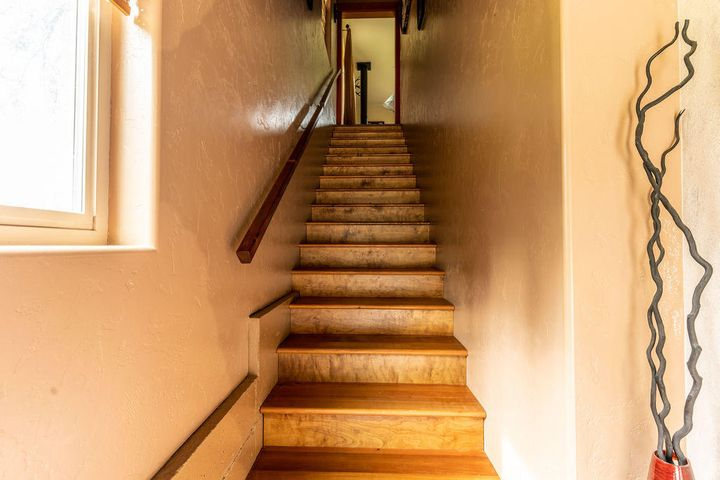 StairstoGarageandEntrance