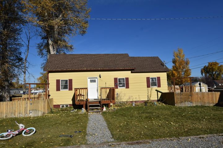 315 3rd St Street S W, Choteau, MT 59422