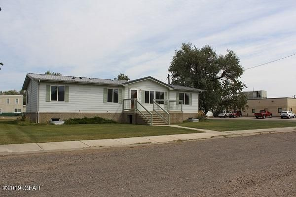 307 Deer Lodge Avenue, Shelby, MT 59474