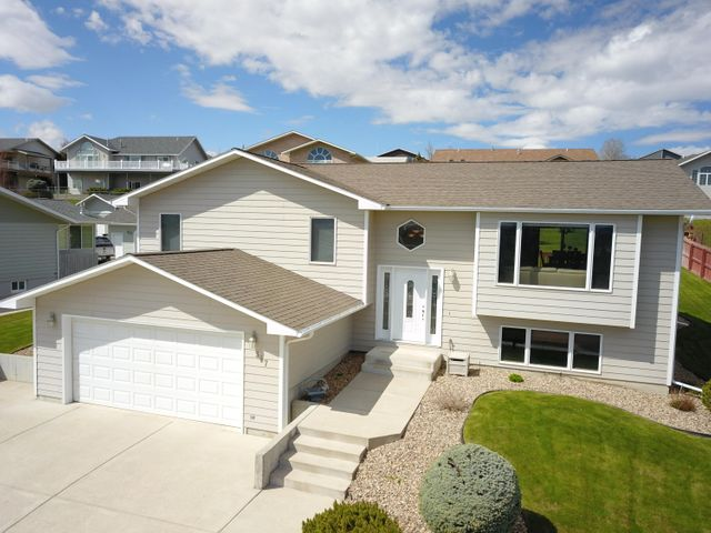 317 29th Avenue N E, Great Falls, MT 59404