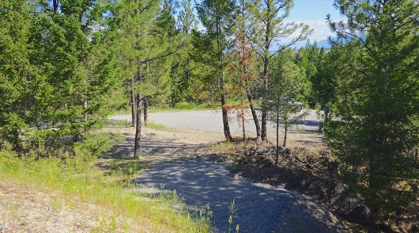 UNIQUE 2 TIERED LOT IN MARINERS HAVEN ALMOST A THIRD ACRE,  GREAT VIEWS OF MOUNTAINS, POWER , SEWER AND WATER IN, HAS 2 BUILDING SPOTS ONE UPPER AND ONE LOWER, LOWER ONE HAS  A 16X 20 PAD POURED AND READY FOR USE ,JUST A SHORT WALK TO LAKE KOOCANUSA OR THE ABEYANCE BAY MARINA