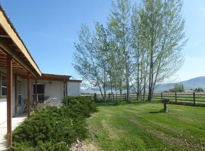 36 Howser Road, Lonepine, MT 59848