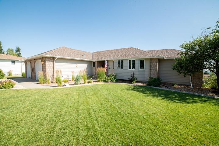 232 30th Avenue N E, Great Falls, MT 59404