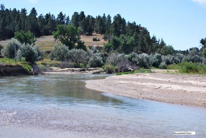 W Musselshell River Road, Musselshell, MT 59059