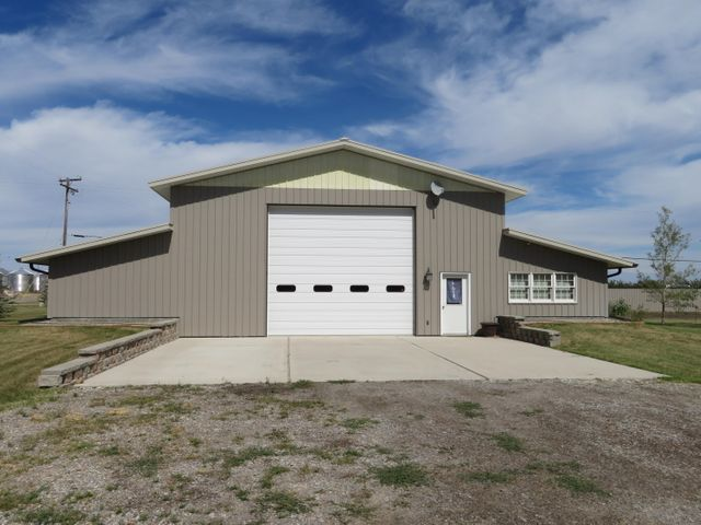 301 Ponoka Avenue, Valier, MT 59486