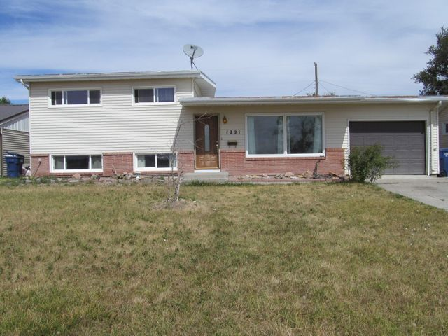 1221 10th Avenue N W, Great Falls, MT 59404