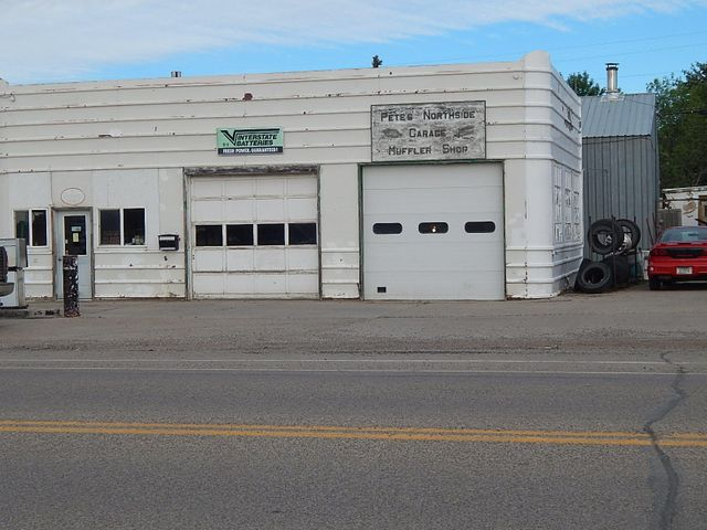 807 Oilfield Avenue, Shelby, MT 59474
