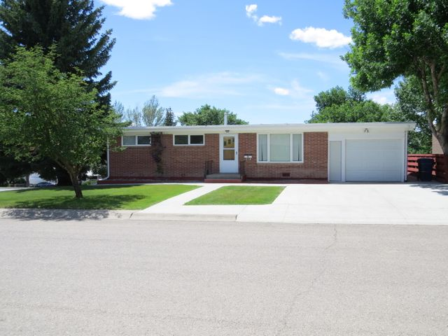 565 5th Avenue S, Shelby, MT 59474