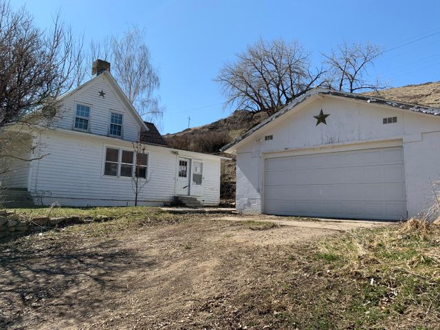 41 Gulch Lane, Sand Coulee, MT 59472