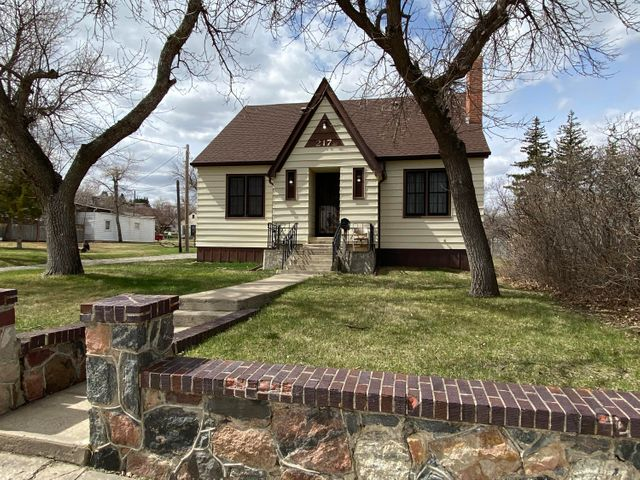 217 8th Avenue N, Shelby, MT 59474