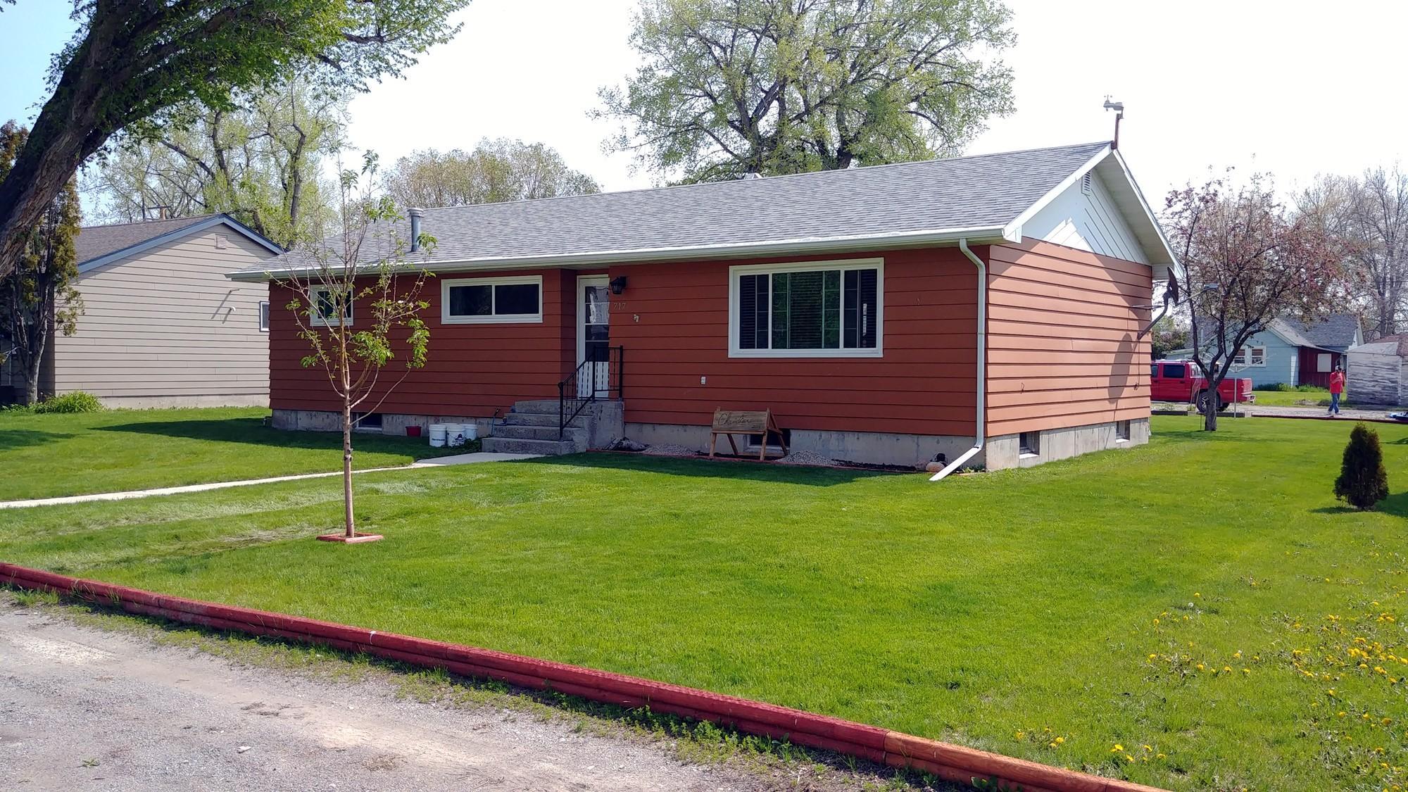 717 8th Avenue N W, Choteau, MT 59422