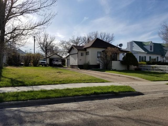 227 9th Avenue N, Shelby, MT 59474