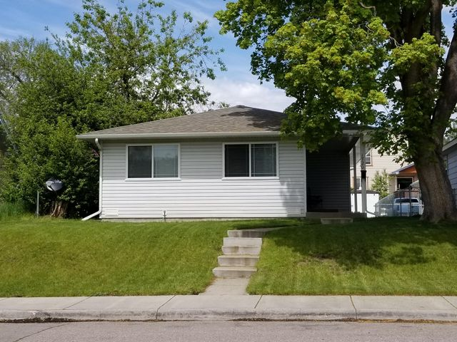 NEW ROOF 2015 NICE HOME WITH DETACHED DOUBLE  CAR GARAGE , NICE YARD UNDER GROUND SPRINKLER'S,  BIG BEDROOMS, VERY WELL KEPT !!