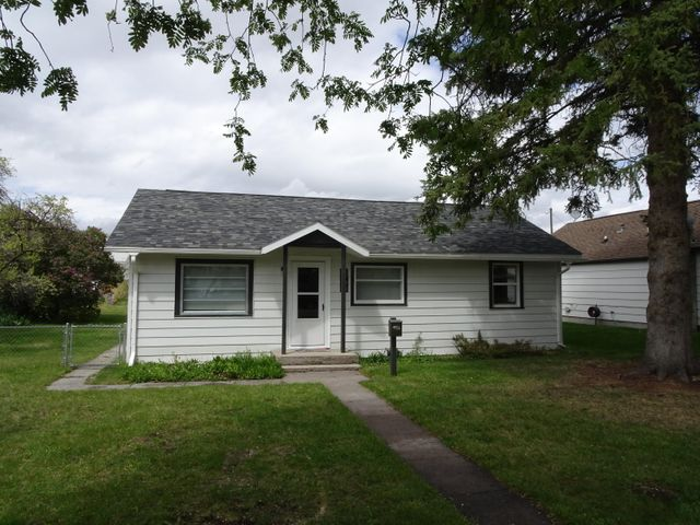 very clean and neat 3 bedroom and 1 bath home on a large lot in a great neighborhood. oversized single car garage. fenced and garden area. just west of catlin on 6th is a great location to get to anyplace around town.