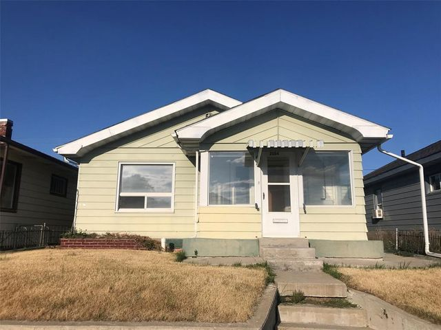 2 bed, 2 bath house. One bathroom in the basement. Central downtown location. Garage. Back yard is fenced.