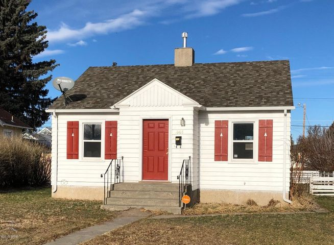 Cute, cozy Westside home with 4 bedrooms (2 non-conforming), 2 baths with a one car garage. fenced yard, hardwood floors, updated windows on the main level, 200 amp service, and washer/dryer are included! Great home for a great price!  Listed by Polly Pearson & Abby Williams.