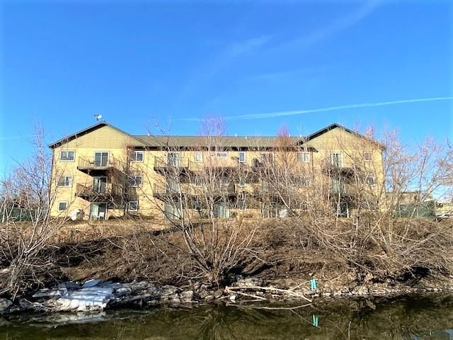 Top floor condo in downtown Missoula.  Featuring vaulted ceilings, 2 bedrooms 1 bath, a private balcony overlooking the courtyard, and adjacent to the Clark Fork River.  Close to restaurants, breweries, walking paths, the farmer's market, and shopping.
