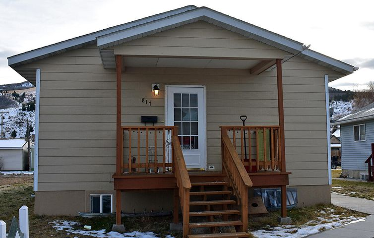You can't wait to come home to this darling rambler ranch with quaint covered porch and open floor plan. Beautiful pergo floors with wonderful kitchen, nice cabinets and good counter space. Rarely in this neighborhood will you find a newer home move in ready. This is a recreational haven for all outdoor enthusiasts, with Georgetown Lake and Discovery Ski Area within close proximity. If you've been thinking about moving, this is the perfect place to call home. Call Lynette Foulger at 406-560-7762, or your real estate professional. Buyer to verify information.