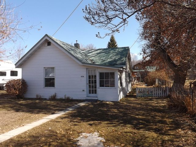 Established Corvallis neighborhood! One bedroom, one bath home w/ natural gas heat. Private well & city sewer (presently $60/quarter). Metal roof & vinyl siding. Smaller established backyard, that's just the right size to maintain!