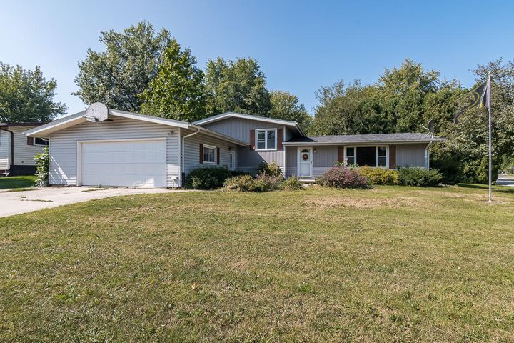 317 FLATIRON DR, Columbus Junction, IA 52738