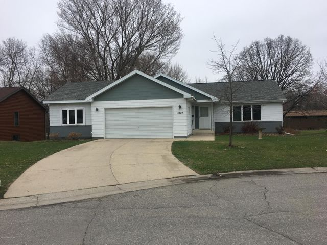 1047 Highwood Circle, Detroit Lakes, MN 56501