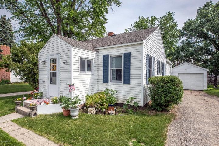 809 Willow Street W, Detroit Lakes, MN 56501