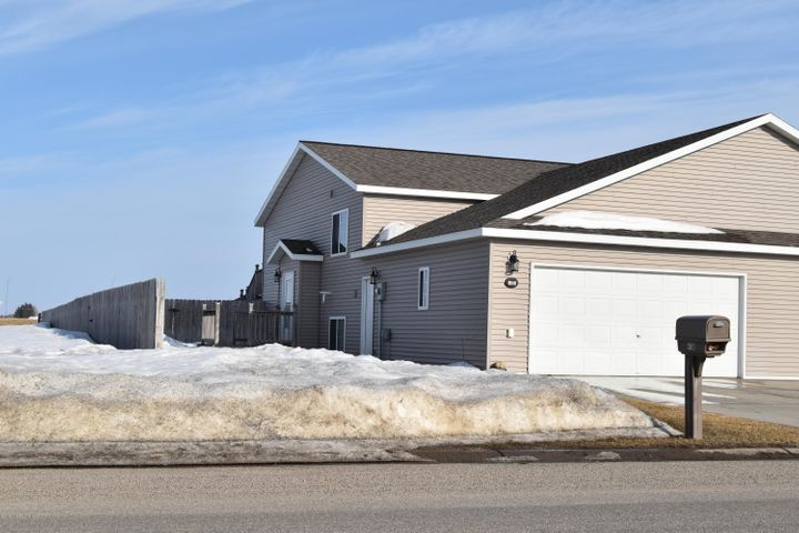 418 7th Avenue NE, Perham, MN 56573