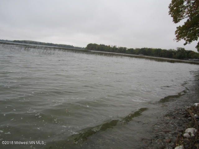 Lake Lizzie Lakeshore