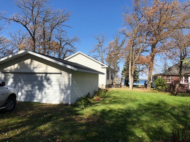 Prime Little Pine Lake Location! Perfect year round home for Lake and Golf life! 3 Bdrm/2 Bath open concept on flat lot. Central Air and All appliances included! Ready to move in and enjoy lake life!