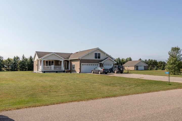 203 Fox Run, Perham, MN 56573