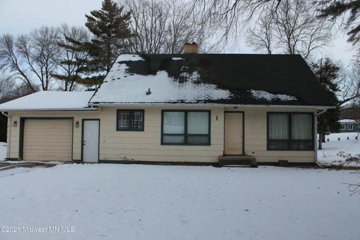 607 Maplewood Drive SE, Pelican Rapids, MN 56572