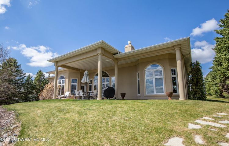 Large covered patio area - perfect for entertaining at the lake.