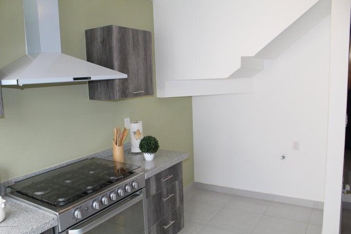 Casa Queretaro>El Marques>Zakia - Venta:1.680.000 Pesos - codigo: 18-189