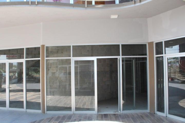 Local Comercial Queretaro>Corregidora>El Pueblito - Renta:4.628 Pesos - codigo: 18-394