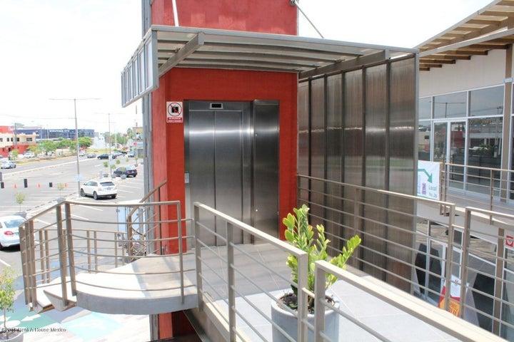 Local Comercial Queretaro>Corregidora>El Pueblito - Renta:8.120 Pesos - codigo: 18-392