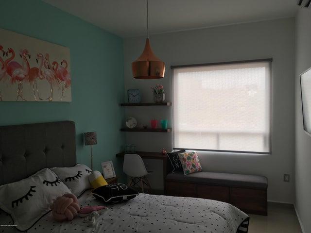 Casa Queretaro>Queretaro>San Isidro Juriquilla - Renta:1.590.000 Pesos - codigo: 18-625