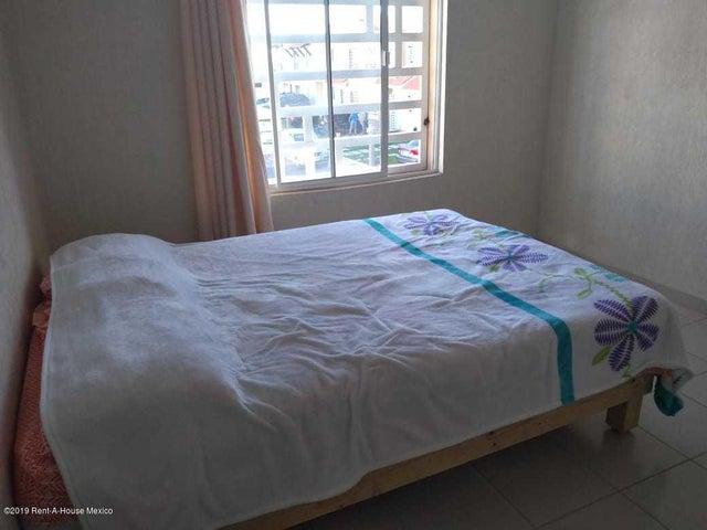 Casa Queretaro>Queretaro>Ciudad Del Sol - Renta:5.600 Pesos - codigo: 19-478
