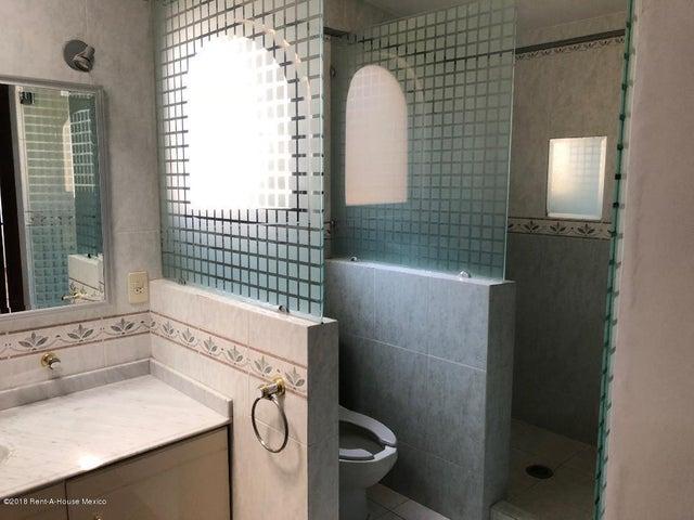 Casa Estado de Mexico>Naucalpan de Juarez>Ciudad Satelite - Renta:29.000 Pesos - codigo: 19-557