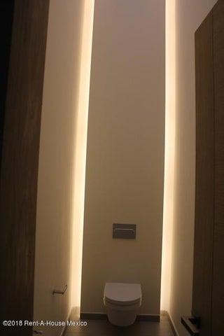 Casa Distrito Federal>Miguel Hidalgo>Lomas Atlas - Renta:340.000 Pesos - codigo: 19-558