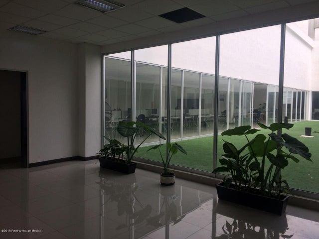 Edificio Distrito Federal>Tlalpan>Tepepan - Venta:800.000.000 Pesos - codigo: 19-719